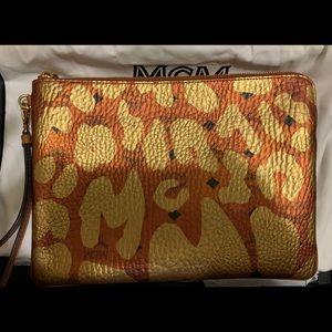 MCM LG. Gold & metallic Cognac Logo Wristlet/Pouch